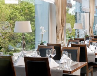 Comfortable seating at the restaurant of Hotel des Nordens